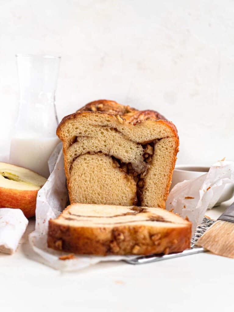 Apple cinnamon babka bread loaf jewish cake