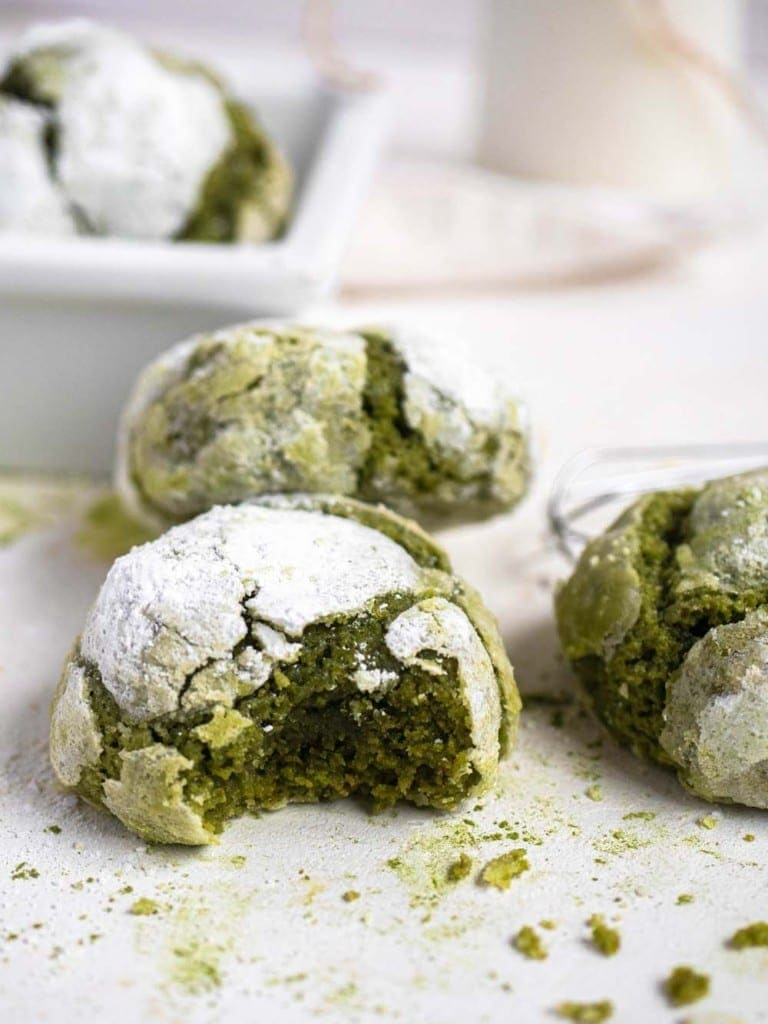 green tea matcha crinkle cookies
