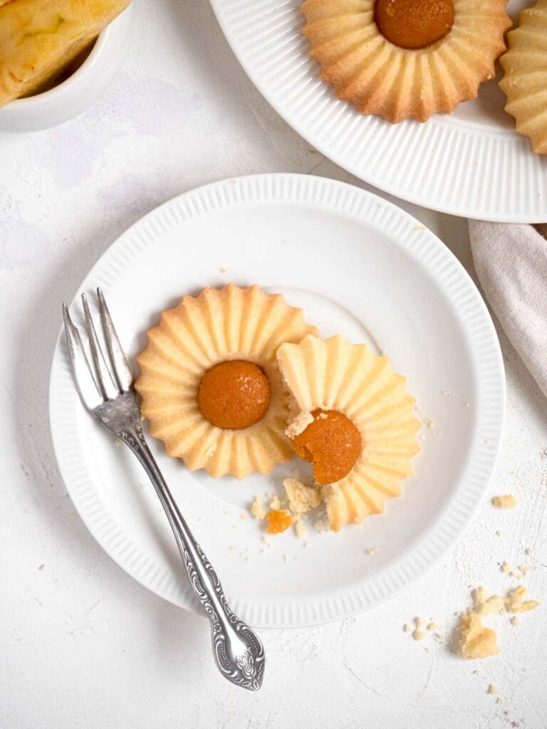 Shortbread cookie topped with pineapple jam