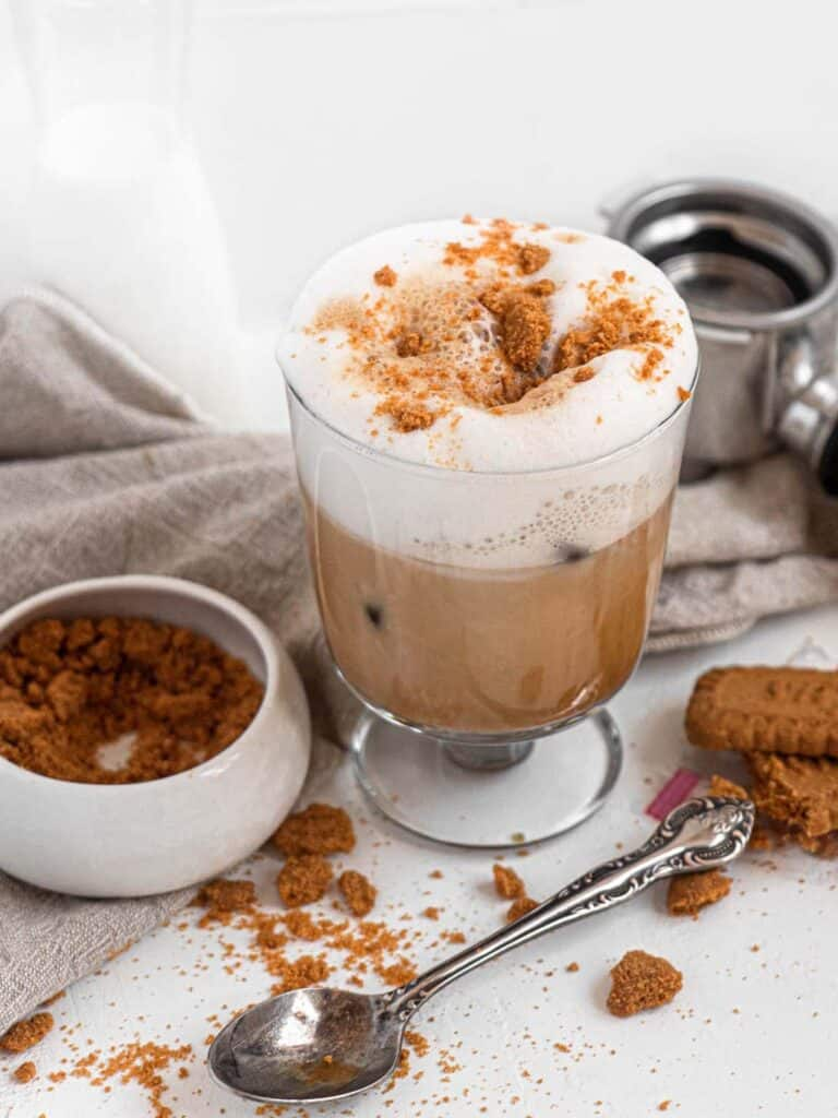 Speculoos cookie butter latte with foamed milk