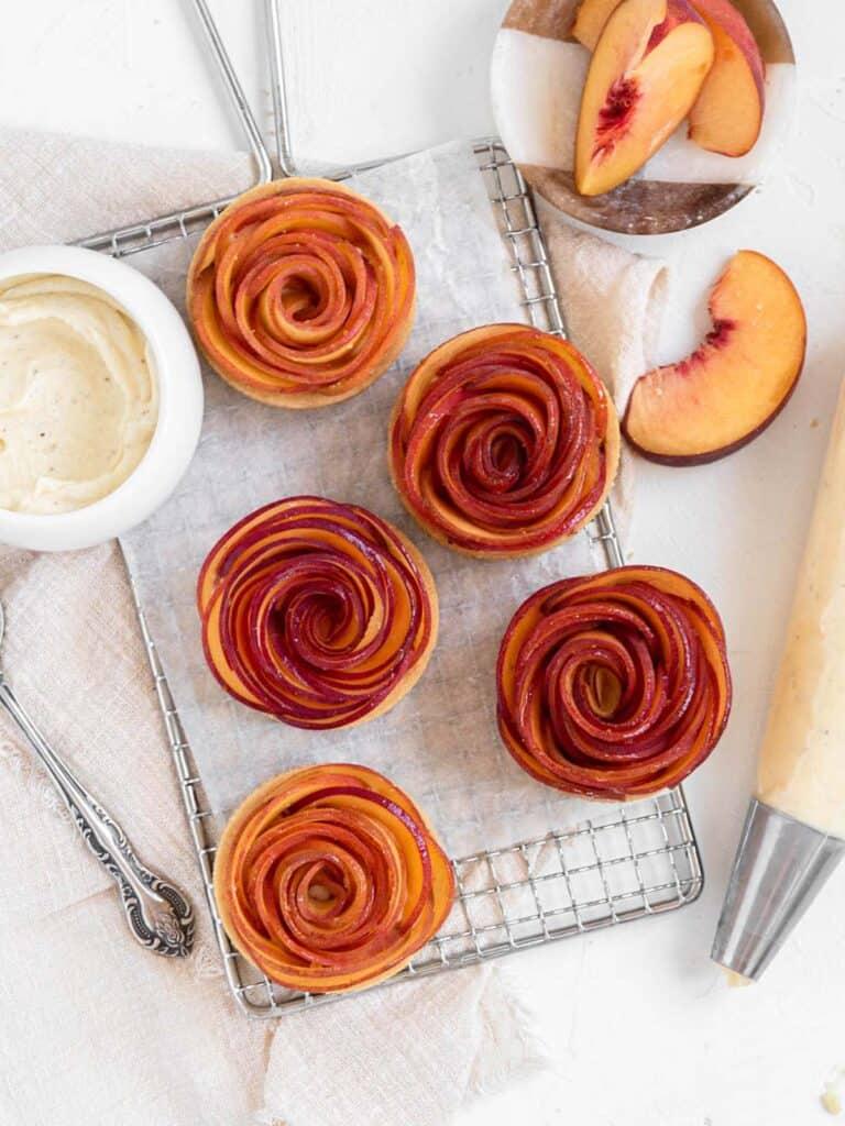 Rose-shaped Peach mini tarts with vanilla mascarpone cream